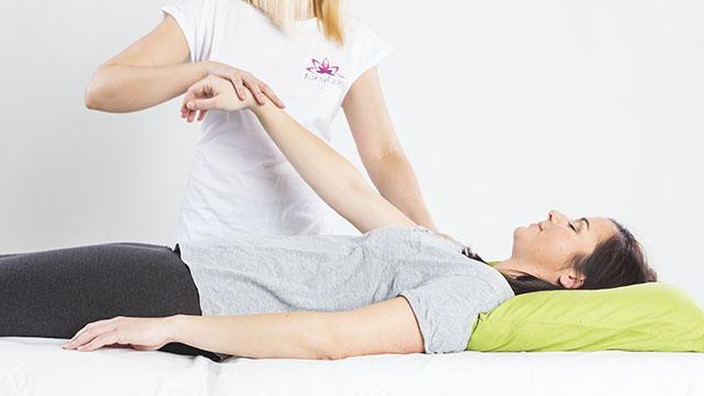Durchführung des manuellen kinesiologischen Muskeltests.